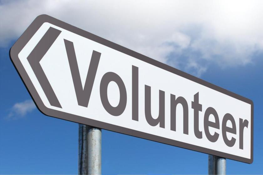 the positive and negative impact of using volunteers in public